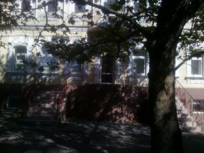 Нежитлові приміщення, що належать АТ «РОДОВІД БАНК» частина адміністративної будівлі літ. Б-2 (2-й пов. будівлі, що складається з цокольного, першого та другого приміщення), площею 143,5 кв. м, розташоване за адресою: м. Миколаїв, вул. Шевченка, буд. 5