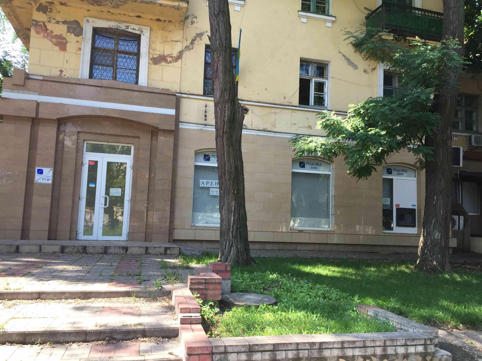 Нежитлове приміщення загальною площею 141,7 кв.м., що розташоване за адресою: Дніпропетровська область, м. Нікополь, проспект Трубників, буд. 43